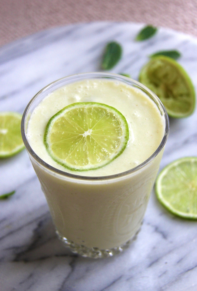 healthy-banana-colada-mocktail-with-pineapple-coconut-water-and-lime-4