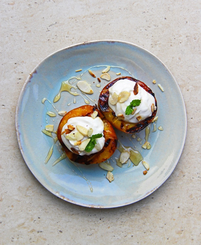 Grilled peaches with mascarpone yoghurt, honey and almonds