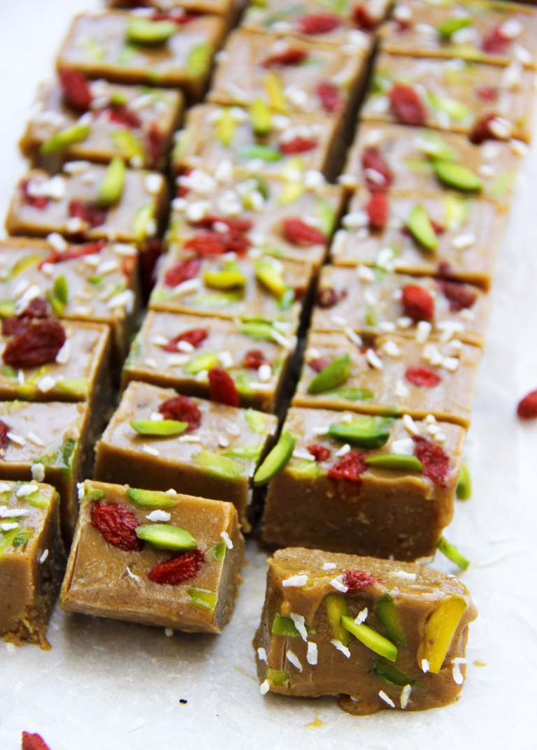 tahini-and-date-freezer-fudge-vegan-3